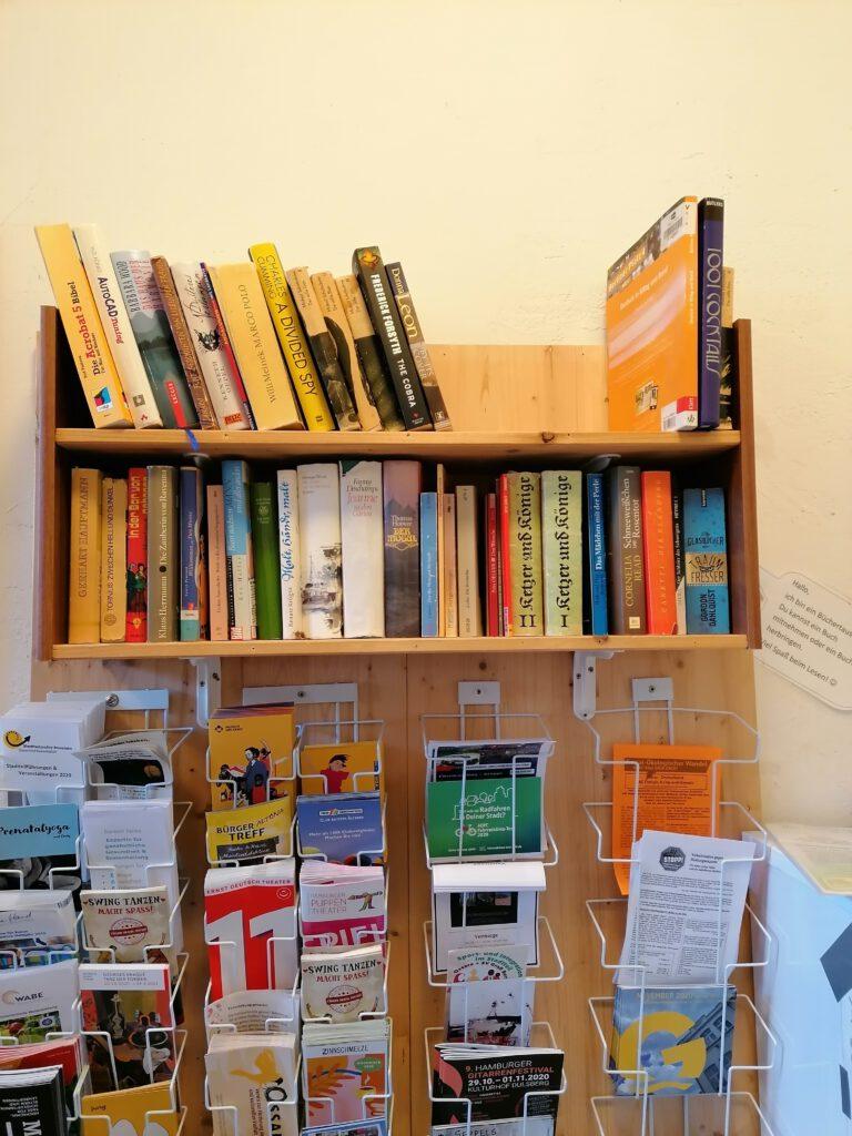 Büchertauschregal im BraKuLa